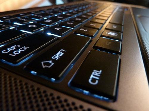 toshiba-satellite-u840w-hands-on-keyboard