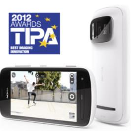 Смартфон Nokia 808 PureView оснащенный 41 Мп фотокамерой